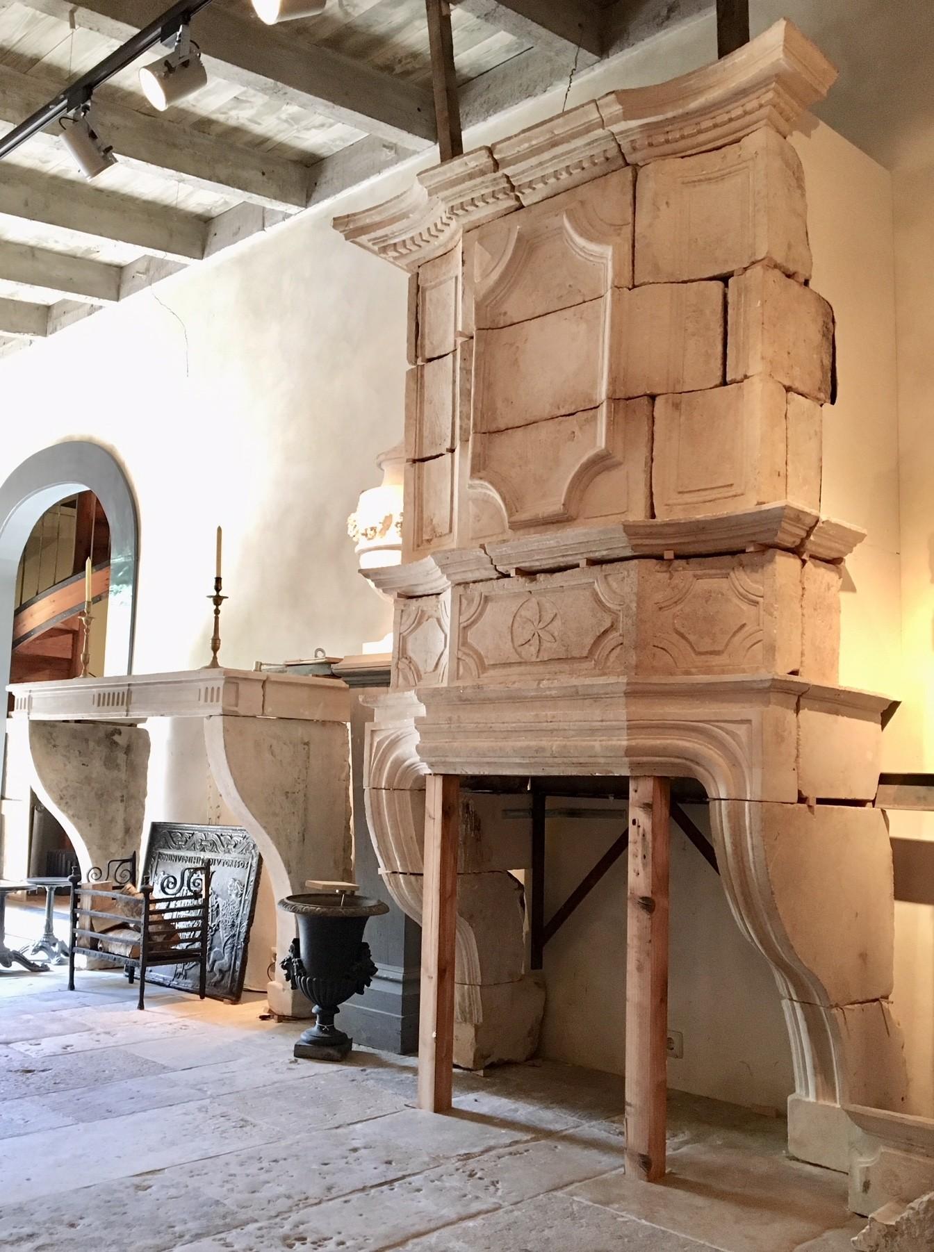 Prachtige grote 17e eeuwse schouw met trumeau