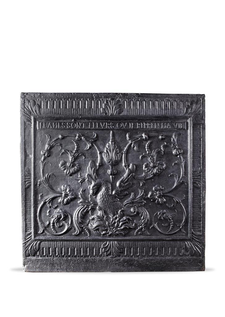 Franse 17de eeuwse haardplaat met een voorstelling van een fenix