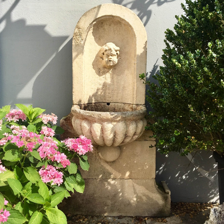 Natural stone wall fountain