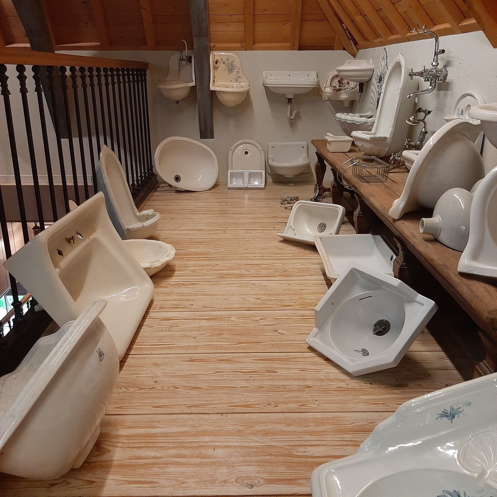 Old and antique washbasins and toilets