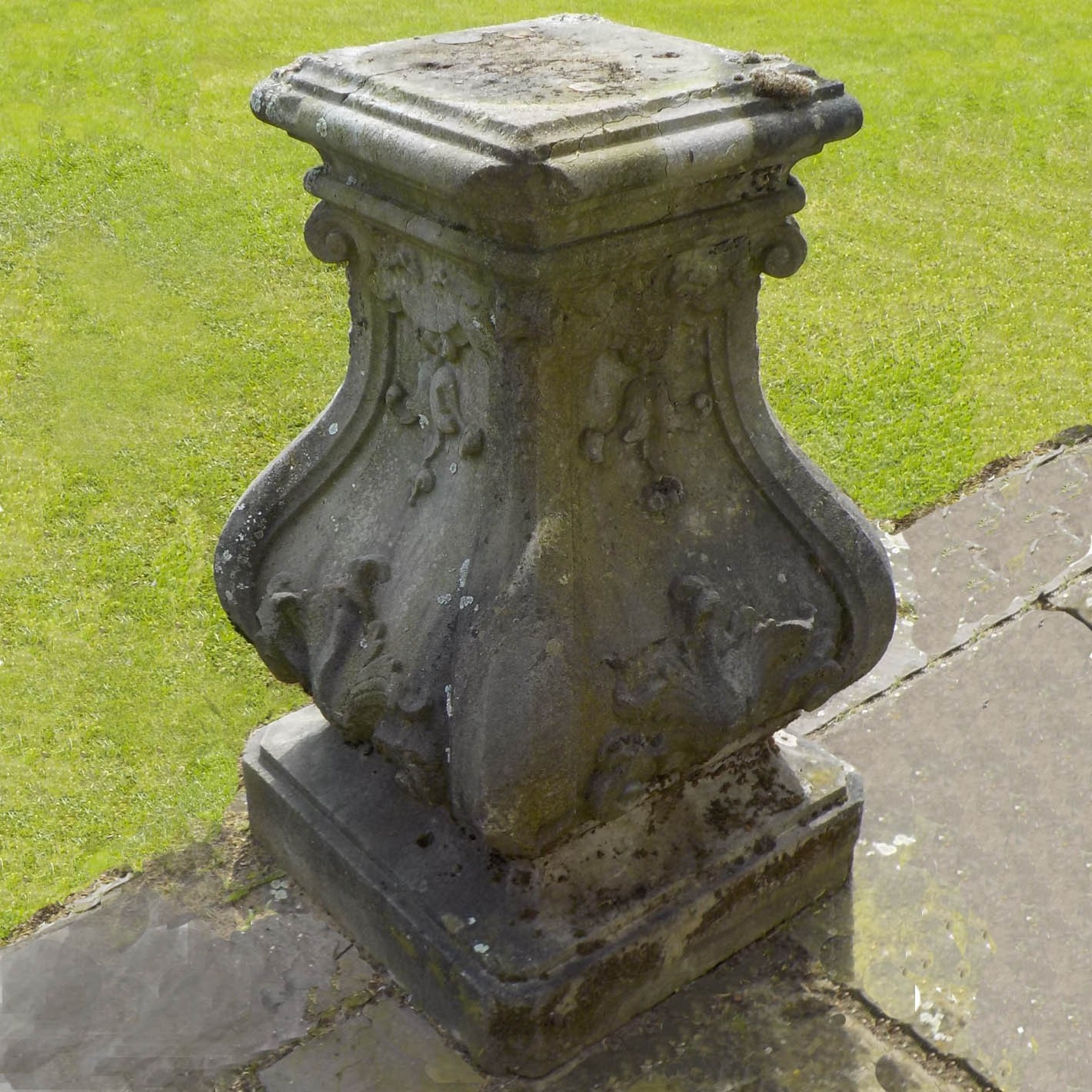 Antique natural stone Dutch garden base, 18th century