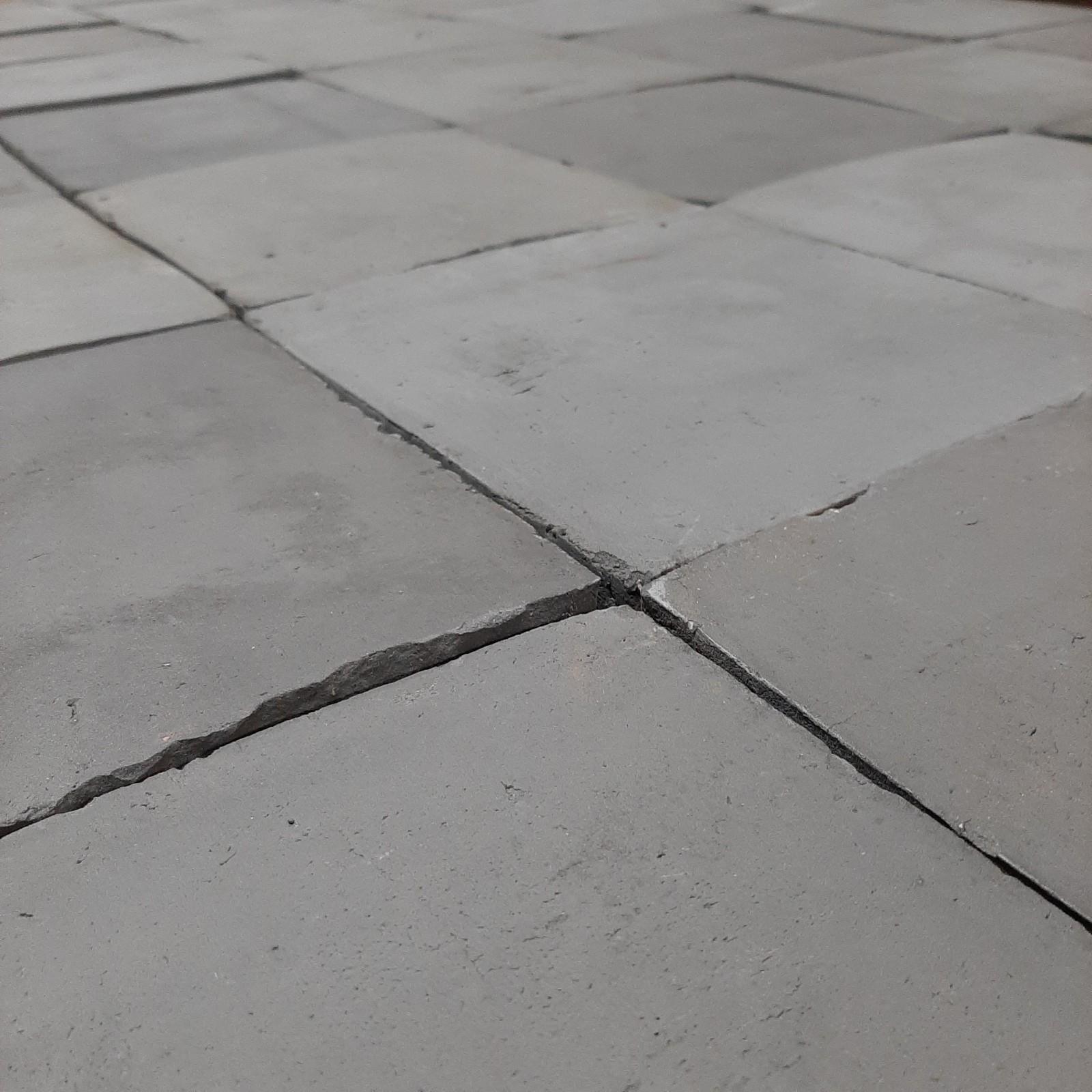 Braised floor tiles
