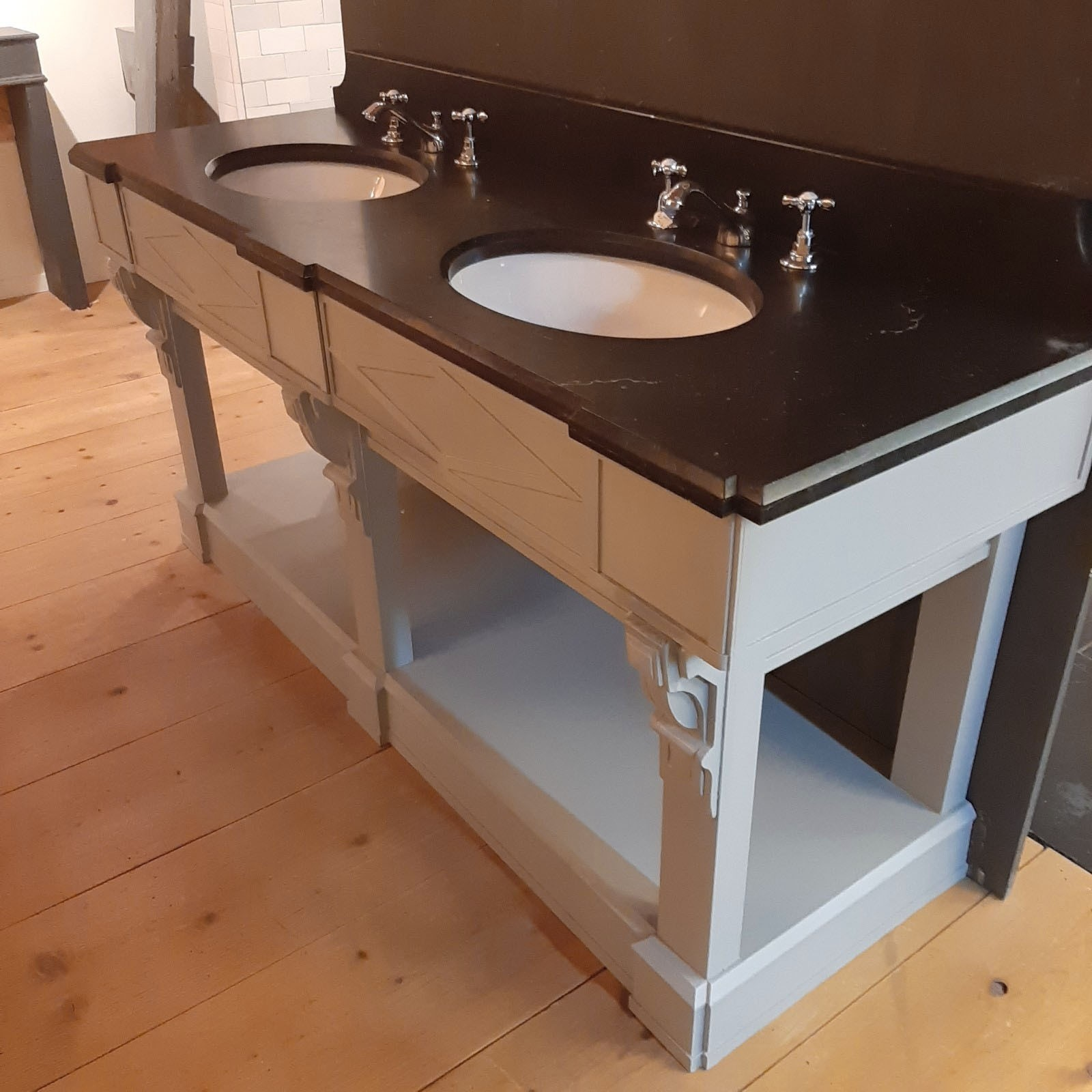 Double washbasin with Belgian hard stone top