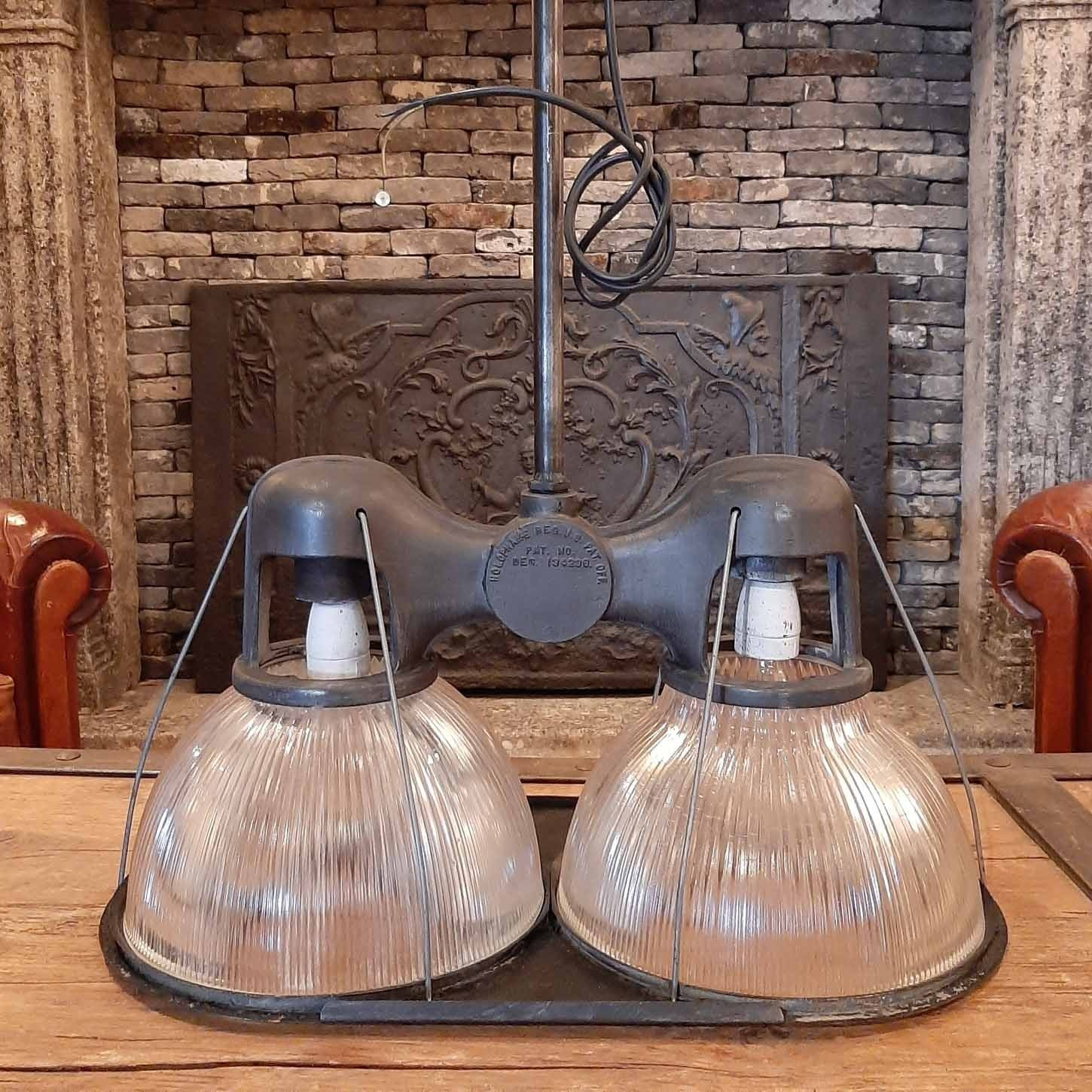 Double Holophane ceiling lamp