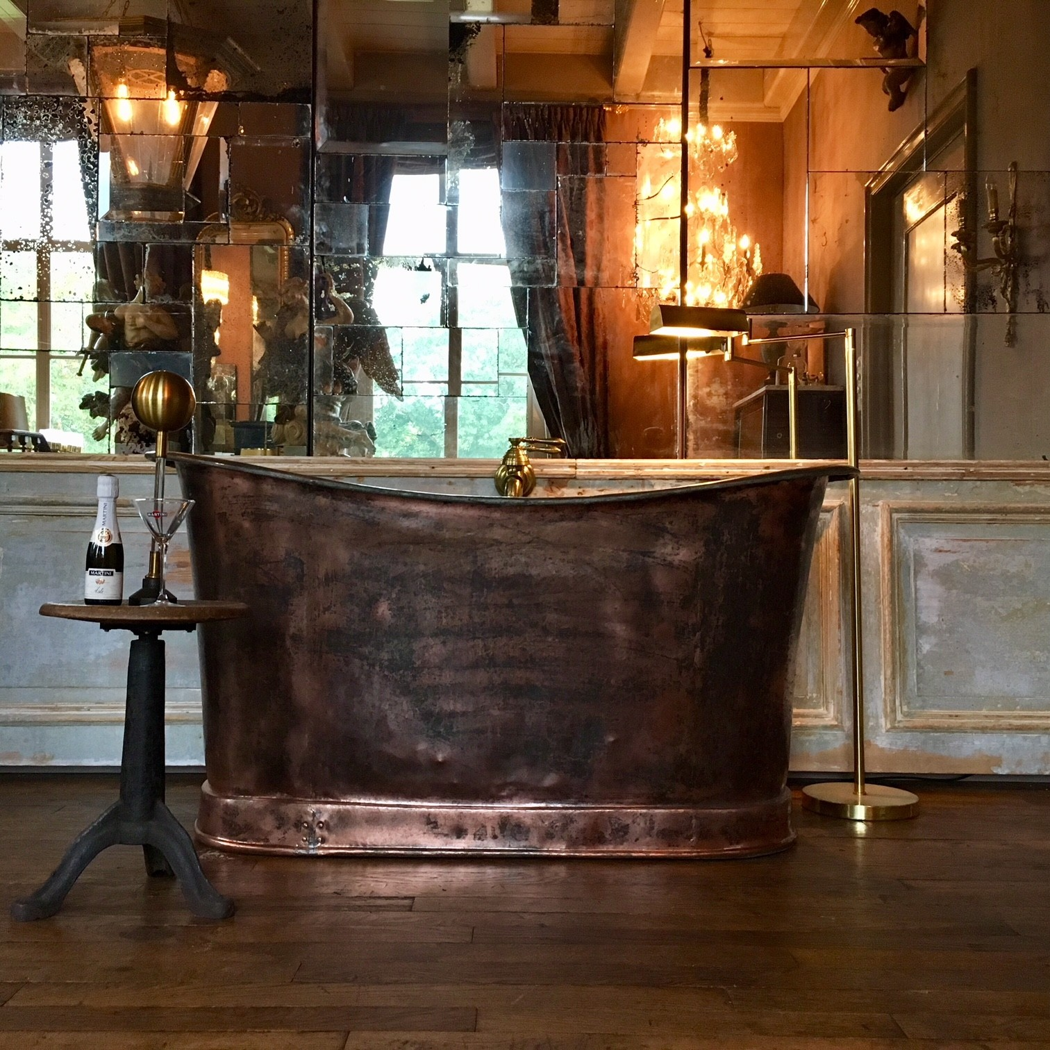 Beautiful early 19th century copper bathtub