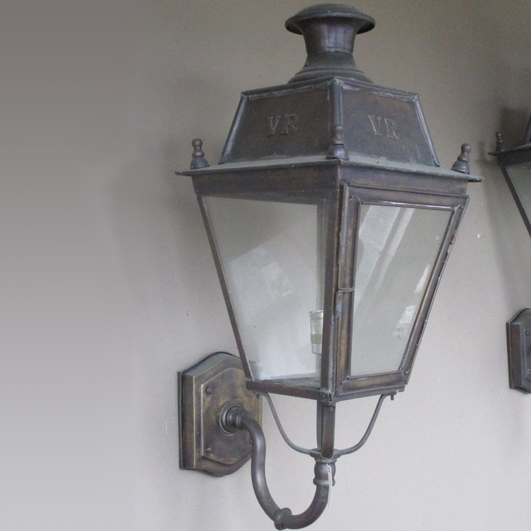Outdoor lantern with arm