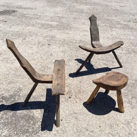 wabi-sabi-wooden-chairs-with-side-table