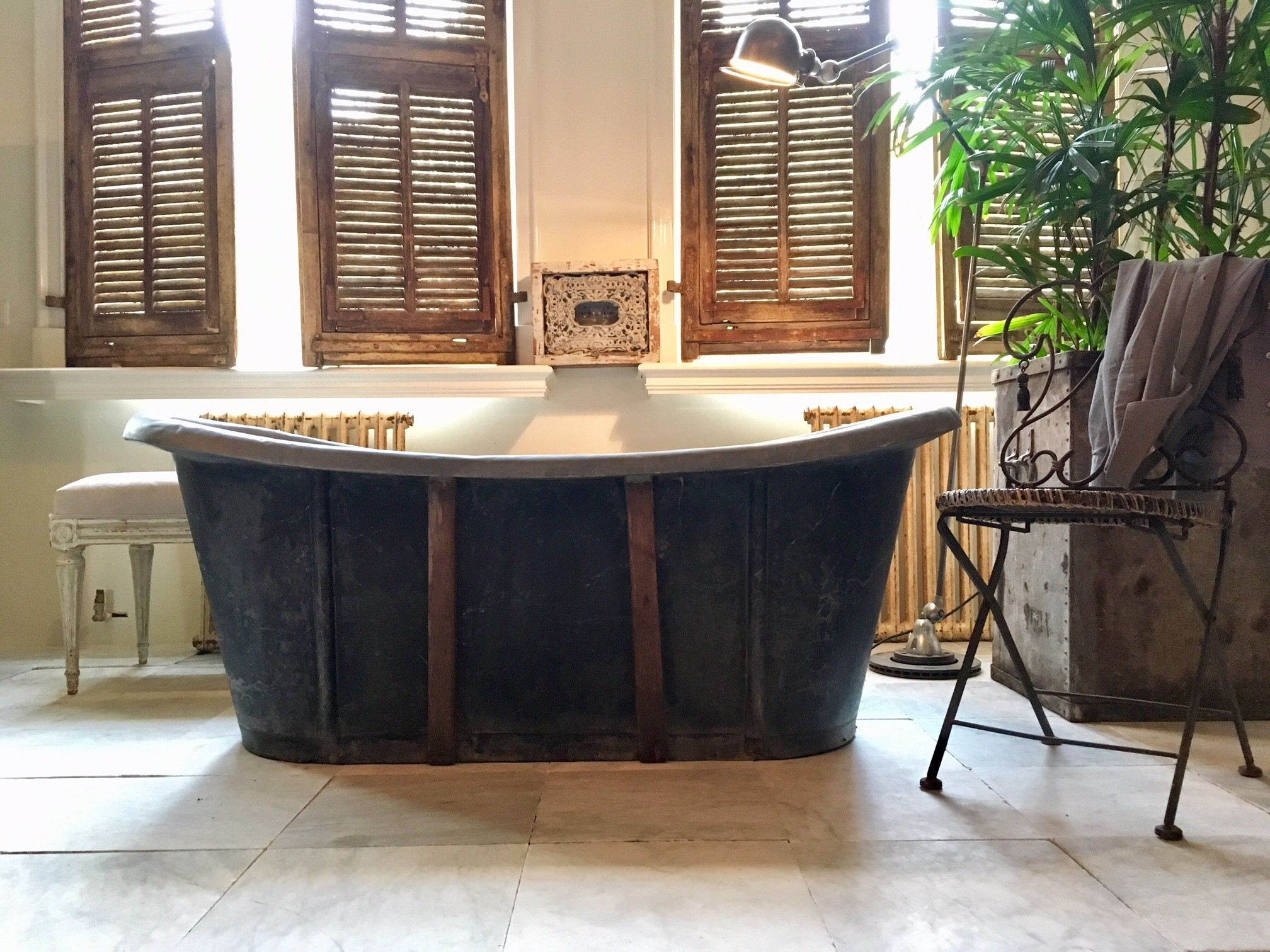 Antique sink bathtub