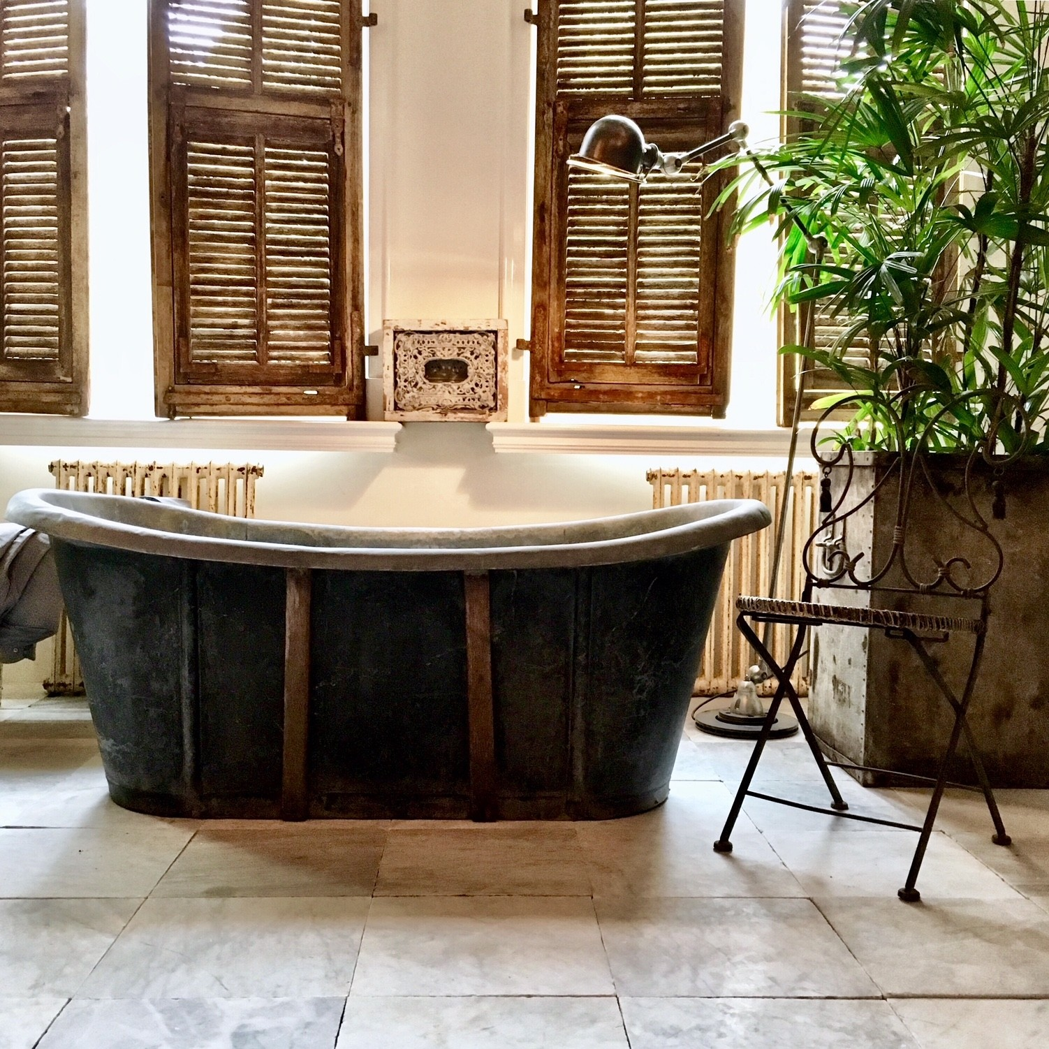 Antique sink bathtub
